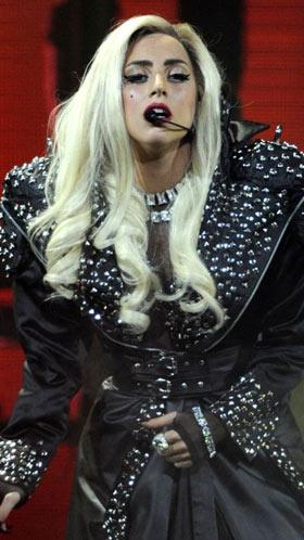 """Fan(atico) di Lady Gaga cambia nome in \""""Artpop\"""""""