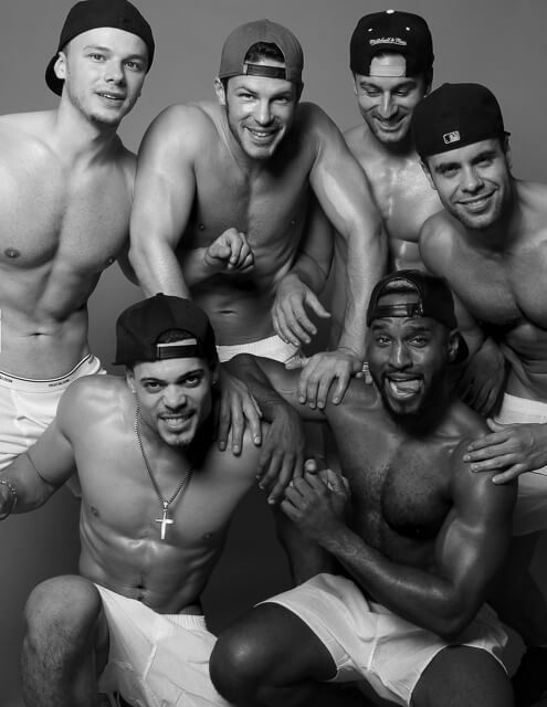 12 modelli per il calendario hot del Boxers Bar di New York City