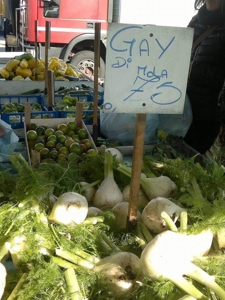 """Finocchi al mercato. A Bari vendono i \""""Gay di Mola\"""""""