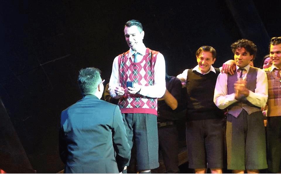 proposta di matrimonio sul palco del Politeama di Genova