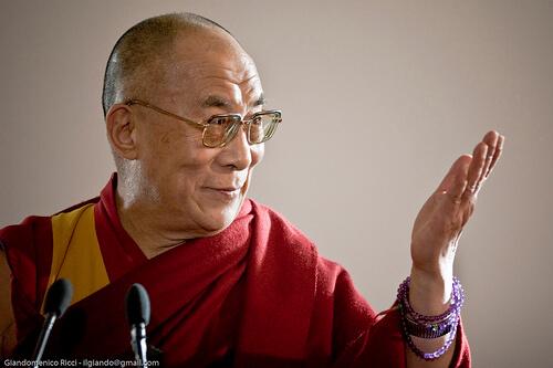 """Il Dalai Lama: \""""Un successore donna?! Solo se sarà attraente\"""""""