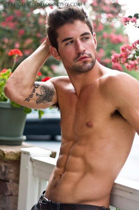 Benjamin_Godfre_sexy_abs
