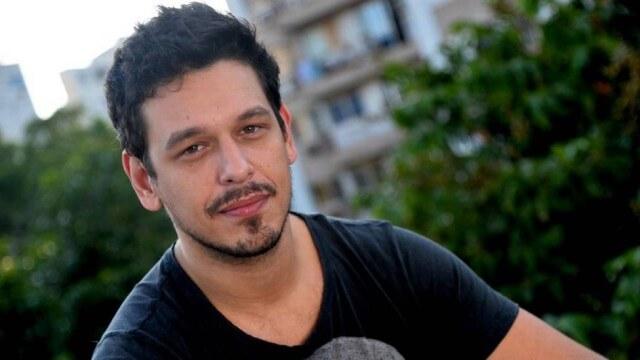 Gli attori Bruno Gagliasso e João Vicente si baciano in diretta in Brasile