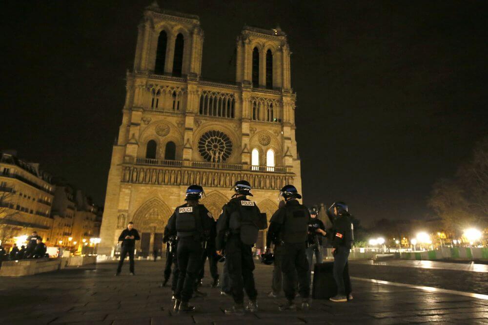 Siamo tutti francesi. Ma ora serve reagire.