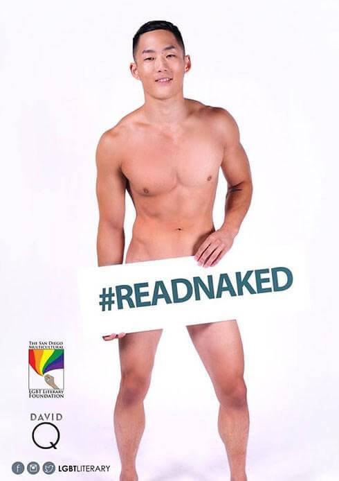 Modelli nudi per un originale invito a leggere libri
