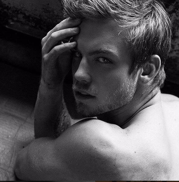 dustin_mcneer_americas_next_top_model_schiena