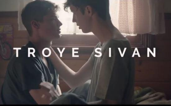 troye_sivan_bacio_gay_trilogia_video