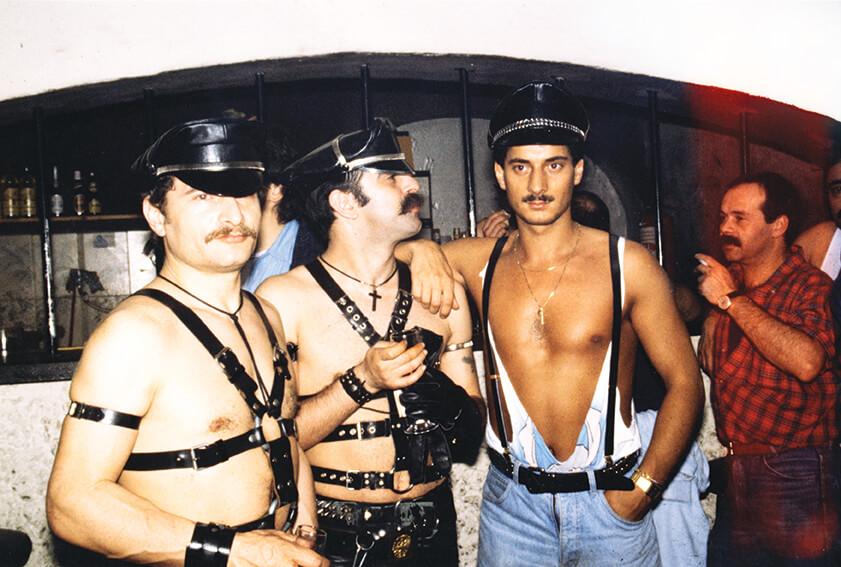 Abbigliamento leather, si riconosce (al centro) Roberto del One Way e Tony dell'HD (a destra).