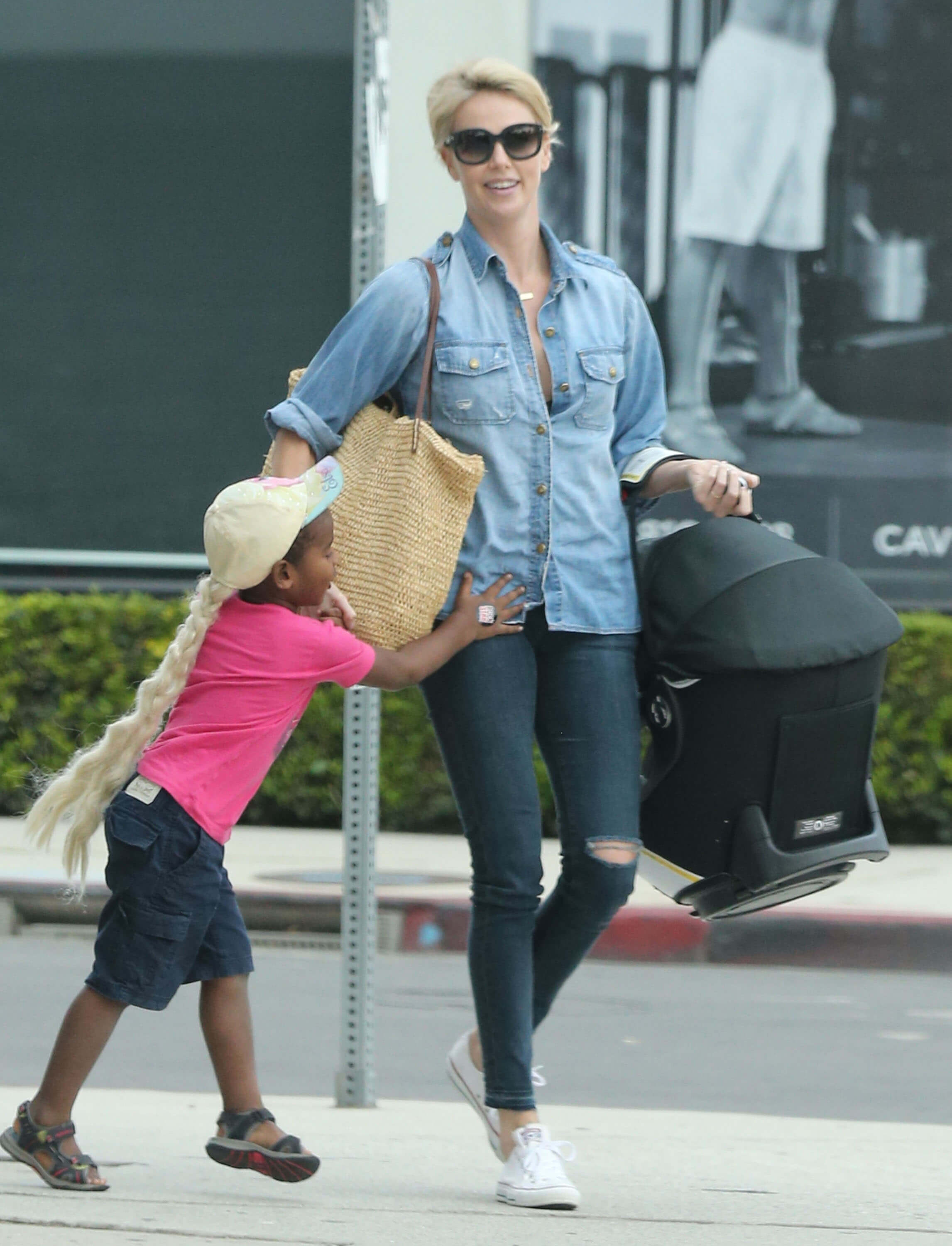 Exclusive... 51881071 Actress Charlize Theron spotted out with her new baby daughter, August in Hollywood, California on October 16, 2015. Her son Jackson is wearing a pink t-shirt and Elsa wig. NO INTERNET USE WITHOUT PRIOR AGREEMENT FameFlynet, Inc - Beverly Hills, CA, USA - +1 (818) 307-4813