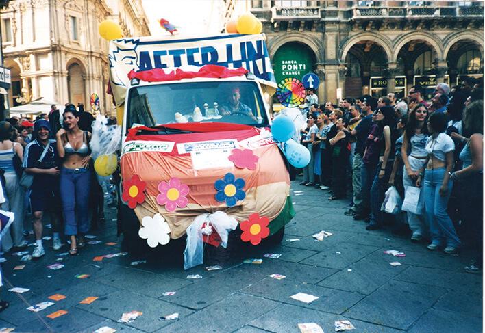 Un'immagine dal Milano Pride del 2001.