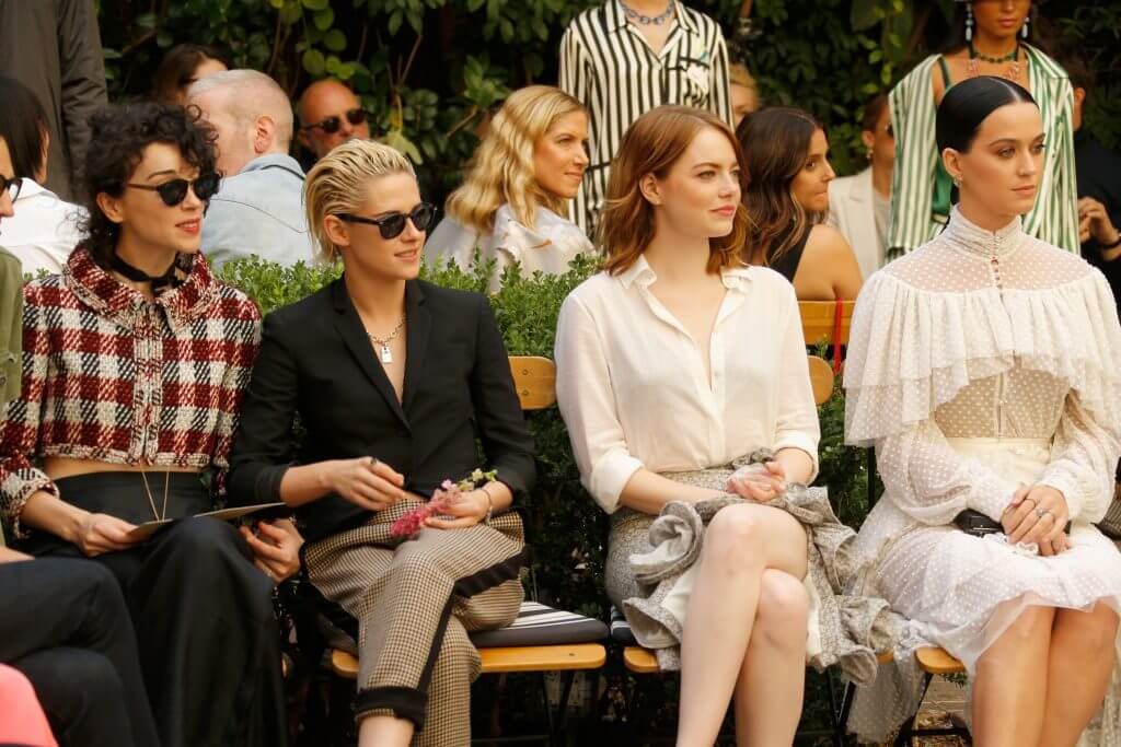 LOS ANGELES, CA - OCTOBER 26:  (L-R) Singer Annie Clark of St. Vincent, actress Kristen Stewart, actress Emma Stone and singer Katy Perry at the CFDA/Vogue Fashion Fund Show and Tea presented by kate spade new york at Chateau Marmont on October 26, 2016 in Los Angeles, California.  (Photo by Jeff Vespa/Getty Images for CFDA/Vogue )