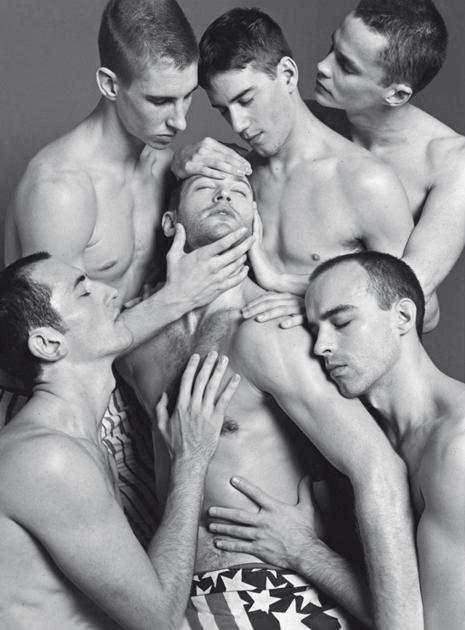 Vogue Italia celebra la comunità LGBT con una raccolta di foto storiche