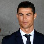 Tutti pazzi per la statua di Cristiano Ronaldo: gli somiglia o no?