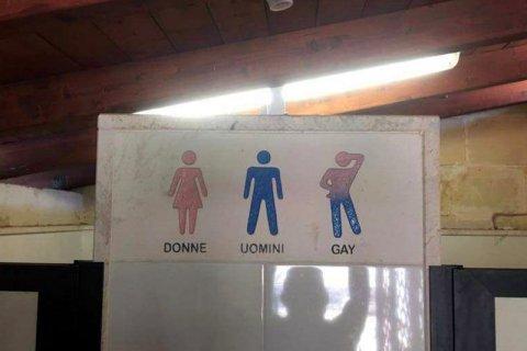Salento, cartello omofobo nell'agriturismo:
