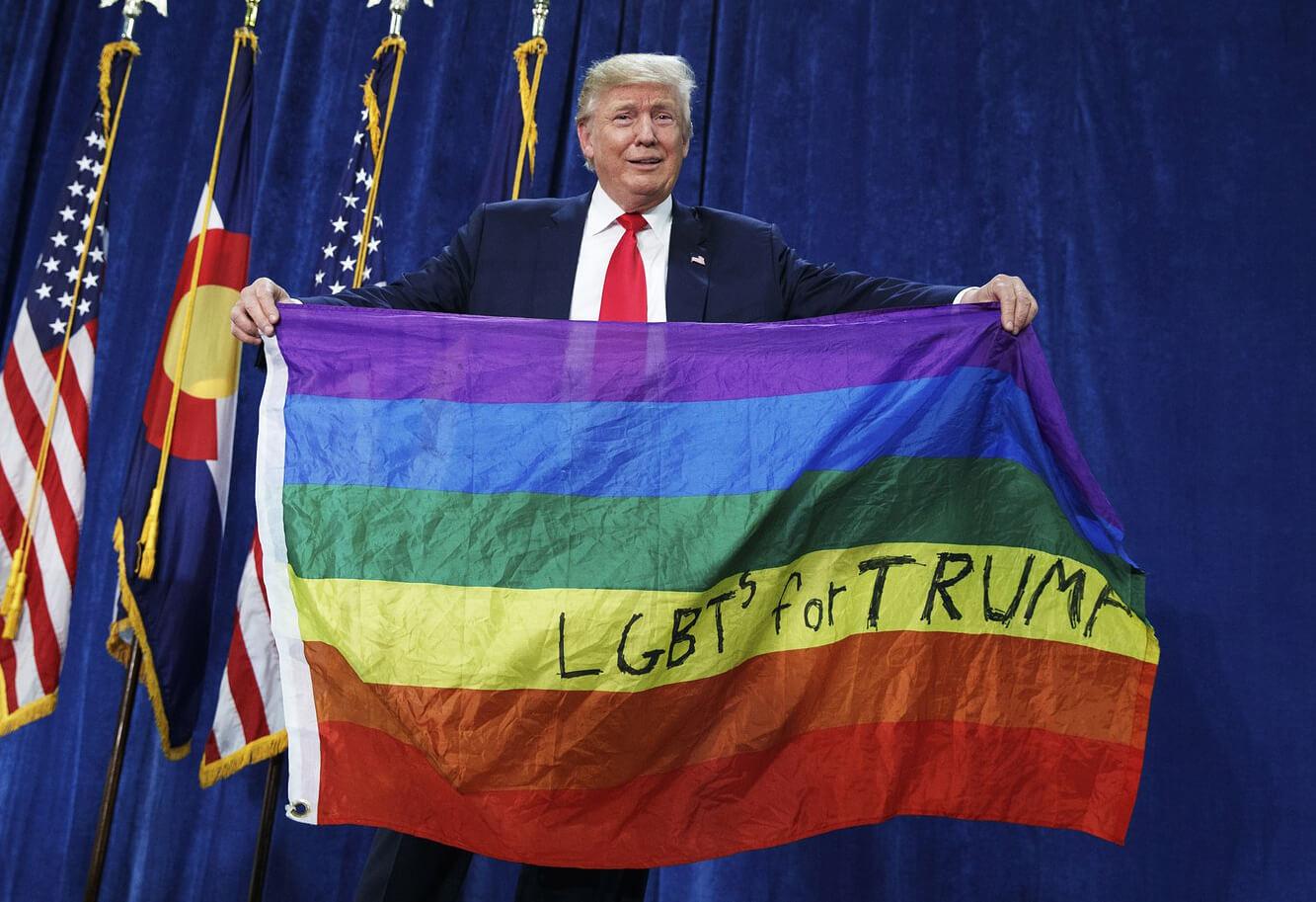 Trump vieta le parole 'transgender', 'feto' e 'diversità' nei documenti della Sanità