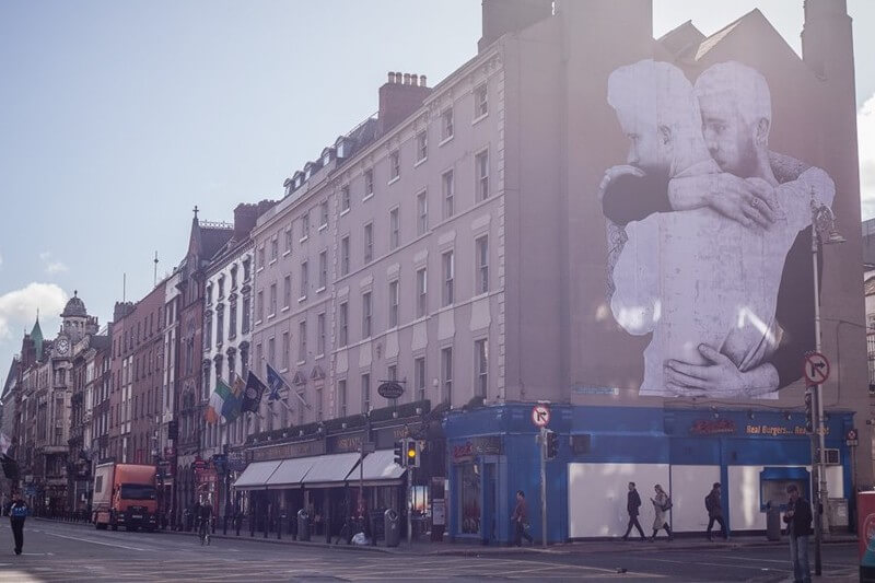 Joe Caslin e la street art gay in Irlanda