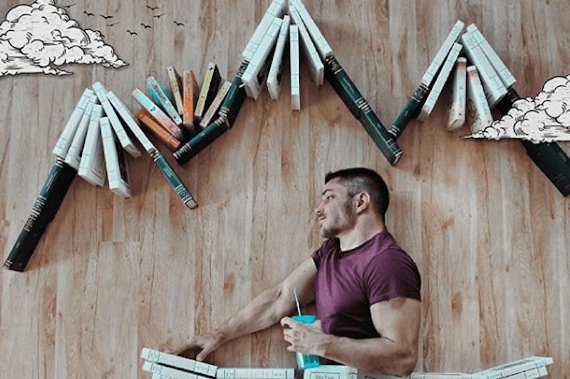 James Trevino: muscoli, libri e creatività su Instagram